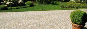 Gartengestaltung mit Naturstein: Bodenbelag und Pflaster für den Außenbereich